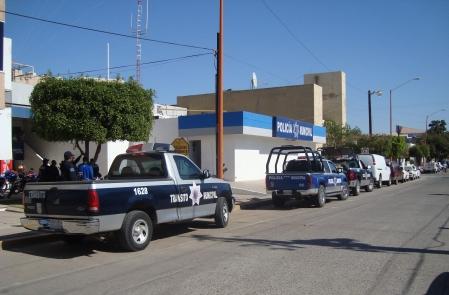 """Intentan asaltar la llantera de """"El Güero"""" en Guamúchil, policías detienen al presunto culpable"""