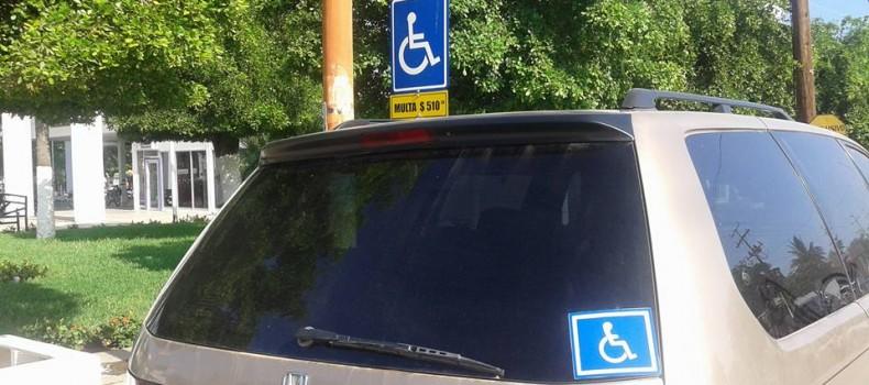 """Multas para quien porte """"calca"""" en sus automóviles y no placas para discapacitados: Raymundo Sánchez"""