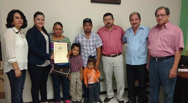 Ayuntamiento de Salvador Alvarado dona tres terrenos a familias damnificadas