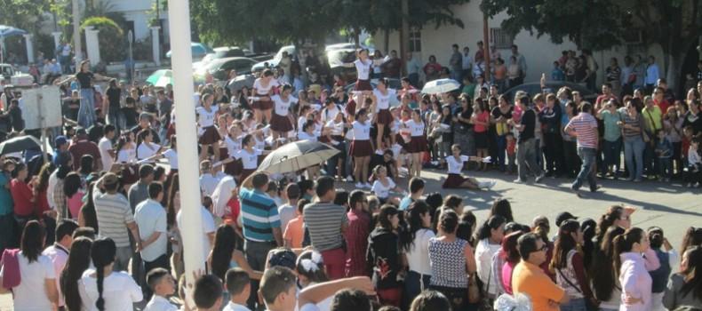 Energía juvenil impera en el desfile revolucionario deportivo