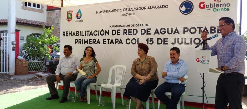 """ABATEN FUGAS DE AGUA EN COLONIA """"15 DE JULIO"""" CON REPARACION DE RED DE DISTRIBUCION"""