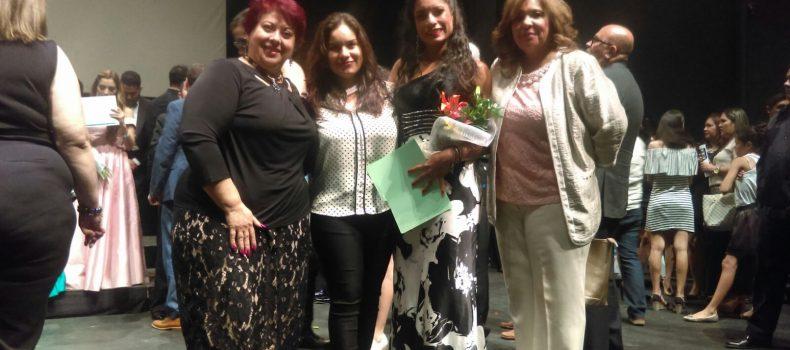 Salvador Alvarado premia a participante del IX Concurso Internacional de Canto Sinaloa 2017