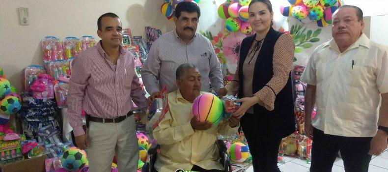 DONAN VERBENEROS DE CTM MIL JUGUETES Y 100 COBIJAS AL SISTEMA MUNICIPAL DEL DIF