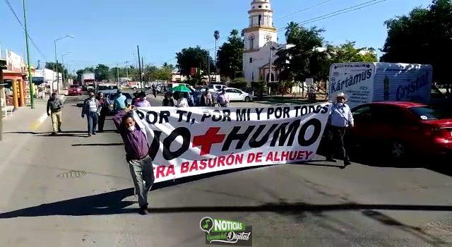 PROTESTAN CON MARCHA VECINOS DE ALHUEY PARA EXIGIR CIERRE DEL BASURON