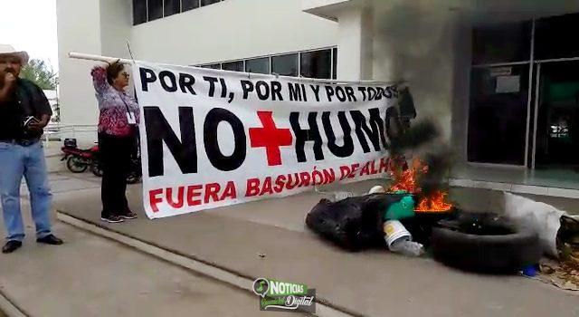 """""""EXPLOTAN"""" VECINOS DE ALHUEY; QUEMAN BASURA Y LLANTAS EN PALACIO MUNICIPAL"""