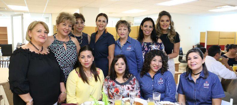 Festejan a mamás de DIF Sinaloa