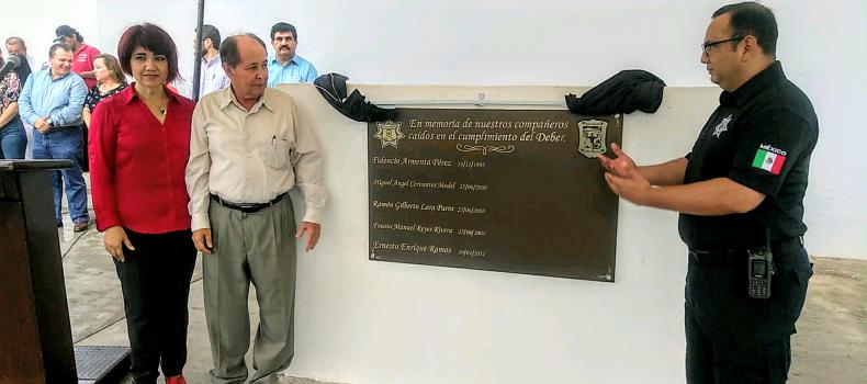 RECONOCEN LABOR DEL POLICÍA Y LOS CONVOCAN A PORTAR EL UNIFORME CON DIGNIDAD
