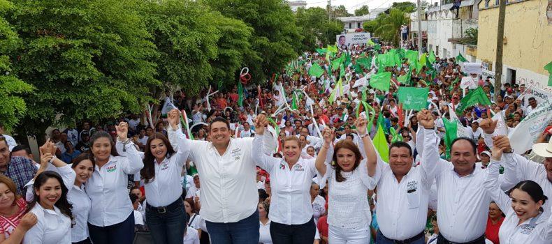 Multitudinario cierre de campaña de Óscar Camacho en Pericos