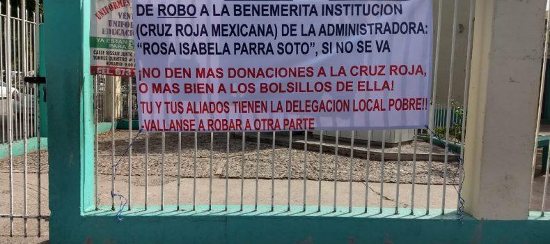 APARECE MANTA Y VOLANTES CONTRA ADMINISTRADORA DE CRUZ ROJA LOCAL