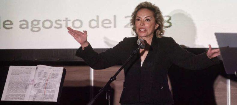 "Reaparece Elba Esther Gordillo; ""sigo siendo presidenta del SNTE"", dice"
