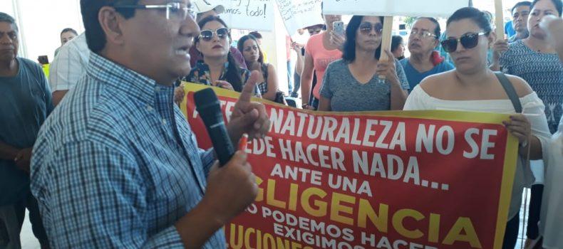 CON PROTESTA VECINOS DE LAS GARZAS EXIGEN SOLUCIÓN A PROBLEMAS DE INUNDACIONES