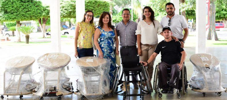 Entregan 5 sillas de ruedas especiales para juegos de básquetbol o tenis