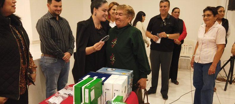 """RECIBEN ANGOSTURENSES LENTES Y RESULTADOS MÉDICOS DE JORNADA DE APOYO """"PURO SINALOA""""."""