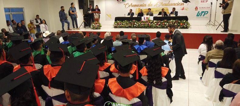 EGRESAN DE LA UPVE 71 NUEVOS PROFESIONISTAS; AGLAEE ANUNCIA PROGRAMA DE BECAS