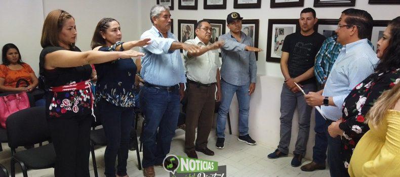 ACUSAN A FUNCIONARIO FEDERAL DE METER LAS MANOS EN ELECCIONES A COMISARIO