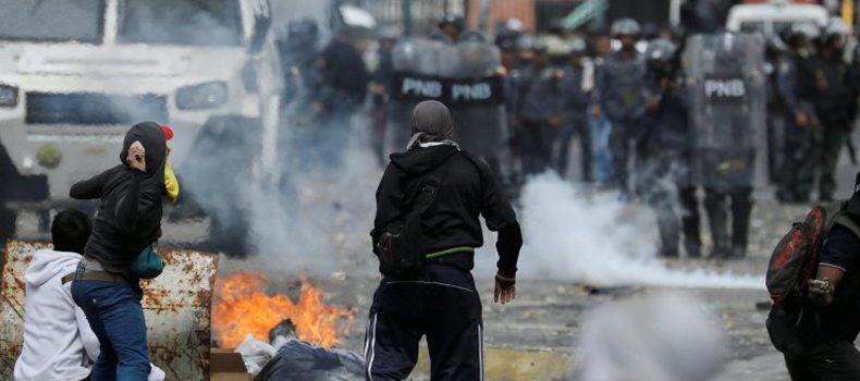 ATROPELLADOS, DISTURBIOS, MANIFESTACIONES Y UN SUPUESTO GOLPE DE ESTADO EN VENEZUELA