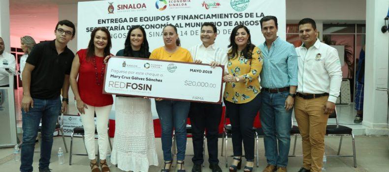 MICROEMPRESARIOS DE ANGOSTURA RECIBEN EQUIPO Y FINANCIAMIENTOS
