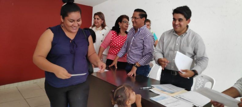 ENTREGAN 10 MIL PESOS A DESPLAZADOS DE GUAMÚCHIL