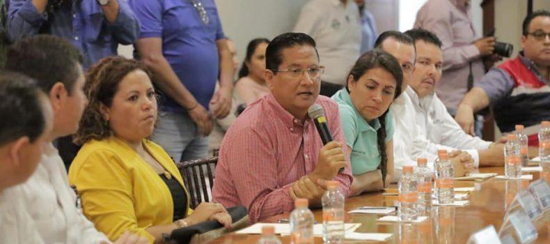 Alcalde Carlo Mario Ortiz gestiona desazolve del río Évora ante Conagua