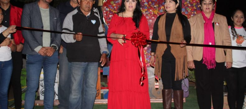 Chinitos inaugura su corazón recolector de tapitas contra el cancer