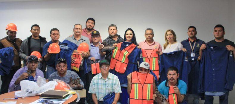 Trabajadores reciben uniformes dieléctricos en Angostura