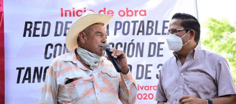 Carlo Mario cumple compromiso en Yacochito e inicia obra de agua potable
