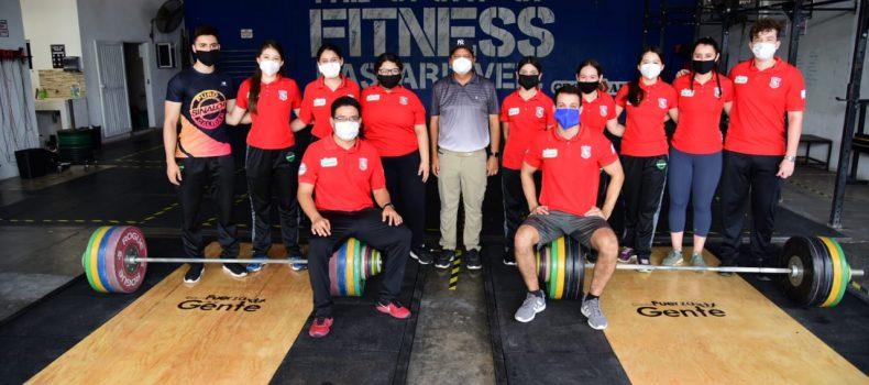 Entrega Carlo Mario material de entrenamiento a equipo de halterofilia  del municipio