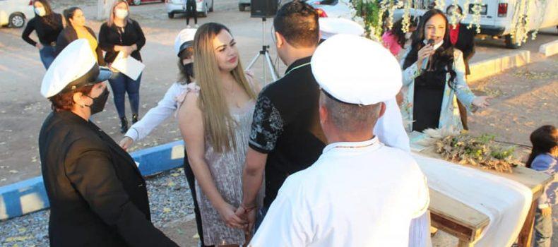 Con boda inauguran réplicas de Isla del Amor y barco Cataluña en Angostura