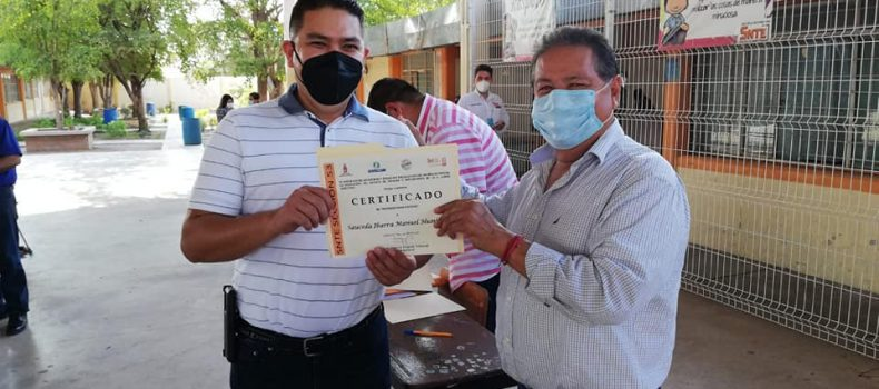 En la región del Évora alrededor de 100 maestros de la Sección 53 del SNTE reciben su certificado de vivienda.