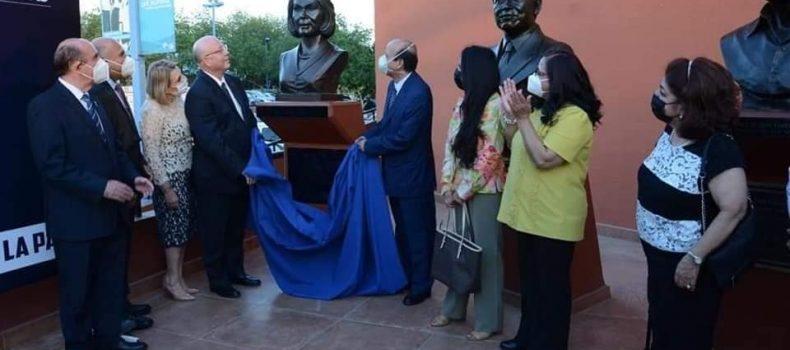 Devela UAS busto de Norma Corona en la Rotonda de los Universitarios Ilustres.