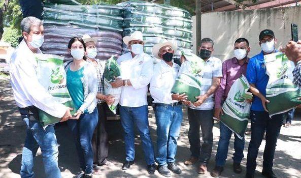 Campesinos agradecen apoyo de semilla de sorgo para el temporal.