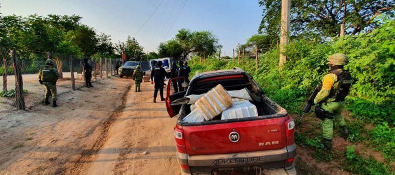 SEDENA y Policía Estatal Preventiva recuperan camionetas robadas y aseguran presunta droga.