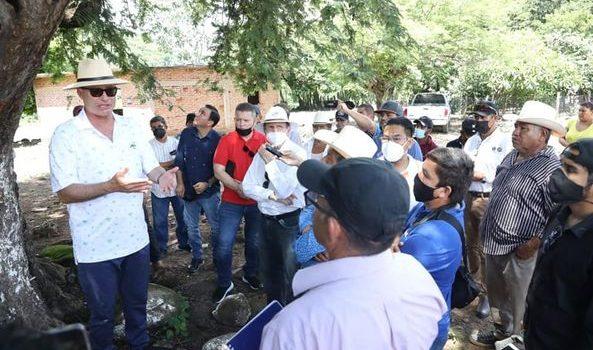 *Quirino visita el viejo pueblo de Santa María*