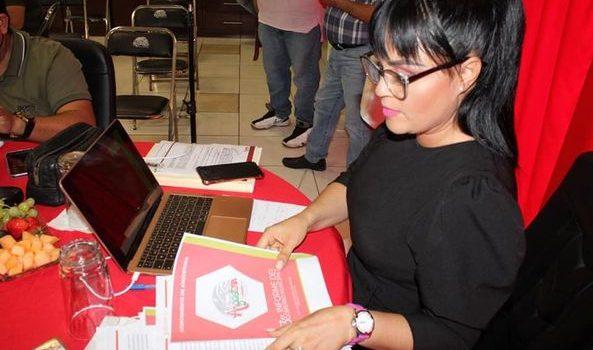 Aglaee Montoya presenta tercer informe de labores ante cabildo.