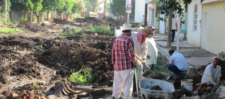 Exigen vecinos de La Gloria respuesta por obra tardía