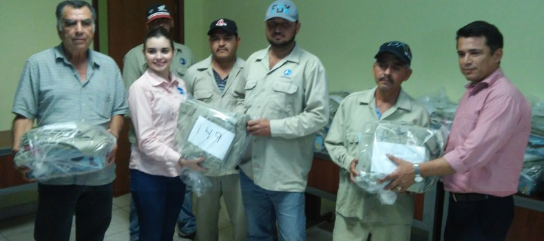 Japasa entrega uniformes al personal masculino sindicalizado