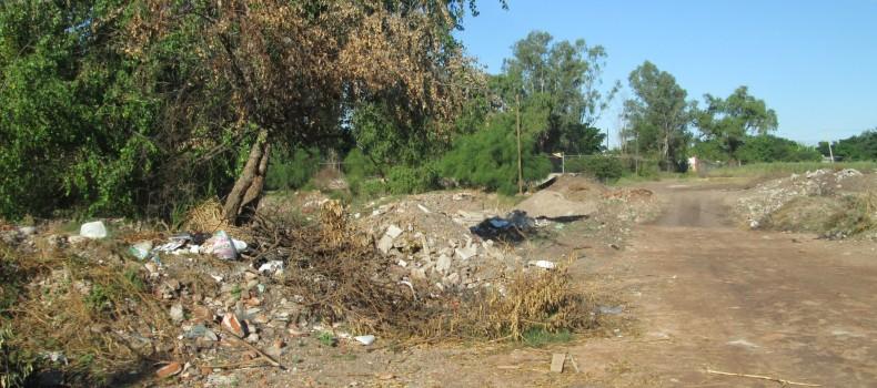 Abandonados las calles y el río en San Pedro