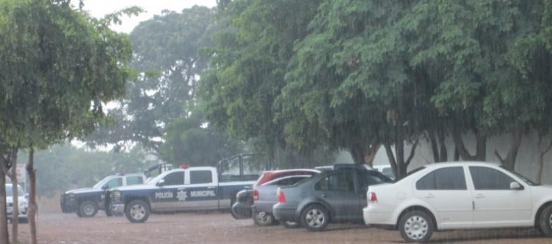 Con fuerza pública maestros de COBAES realizan examen