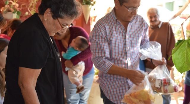 Carlo Mario Ortiz hace feliz a 2 mil familias de Salvador Alvarado