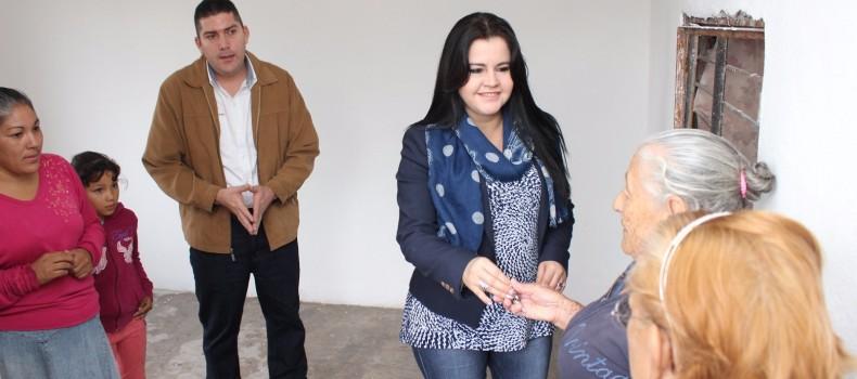 Reciben Familias de Villa Benito Juárez Viviendas Dignas