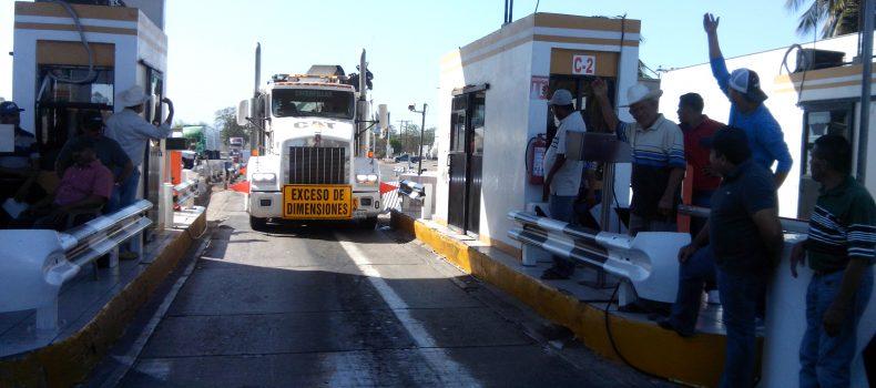 PRODUCTORES AGRÍCOLAS TOMAN POR SEGUNDA VEZ LA CASETA DE COBRO DE ALHUEY