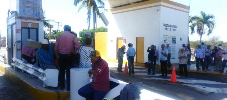 PRODUCTORES AGRÍCOLAS TOMAN OTRA VEZ LA CASETA DE COBRO DE ALHUEY
