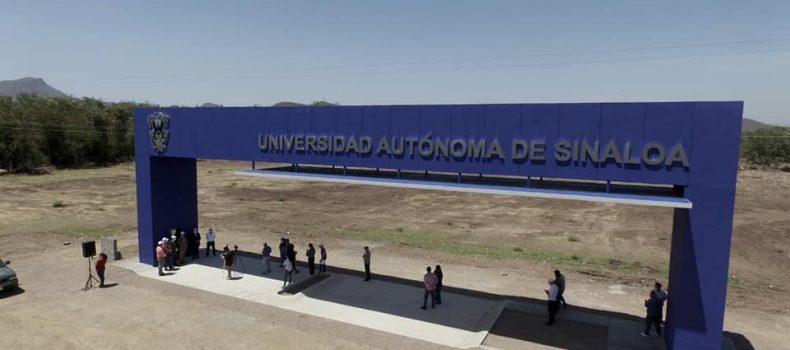 Devela Rector placa que anuncia la construcción de una nueva Ciudad Universitaria.
