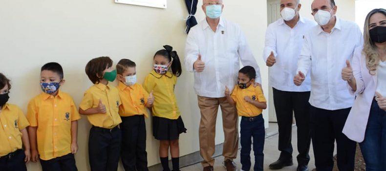 Rector inaugura el Jardín de Niños y el Centro de Investigación Aplicada en Salud Pública.