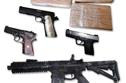 Guardia Nacional y Policía Estatal aseguran armas y resguardan inmueble.