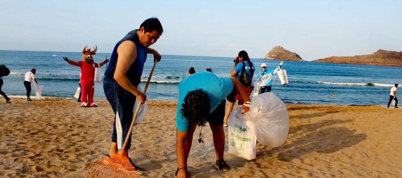*Evitan que 1.4 toneladas de basura llegue al mar con limpieza masiva de playas en Mazatlán*