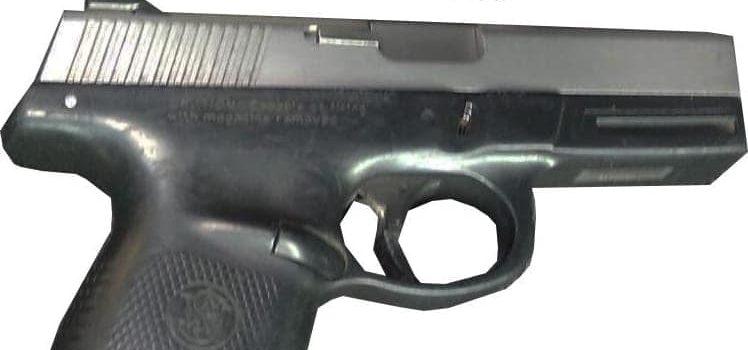 Policía Estatal asegura a civil armado y con celulares presuntamente robados.