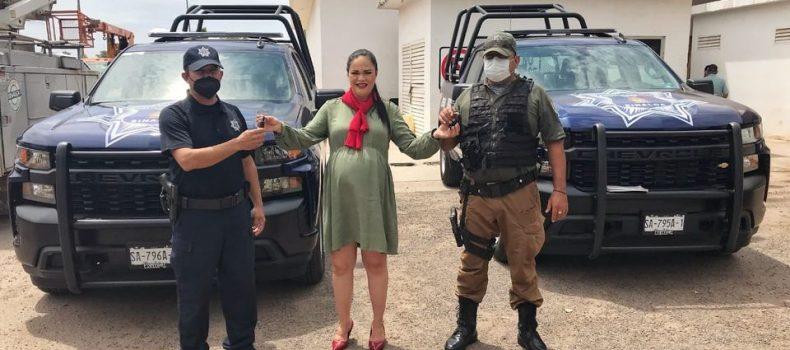 Entrega Aglaee Montoya patrullas a la Dirección de Seguridad Pública.