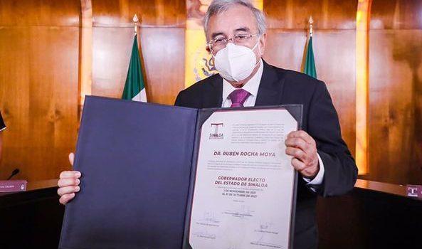 Rubén Rocha Moya recibe del Teesin constancia de gobernador electo.