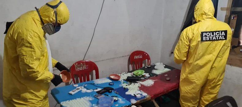 Policía Estatal en coordinación con FGR procesan presunto laboratorio en donde fueron aseguradas 25 personas.